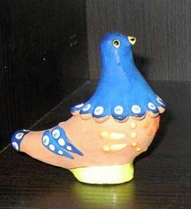 Blaue Taube aus Keramik