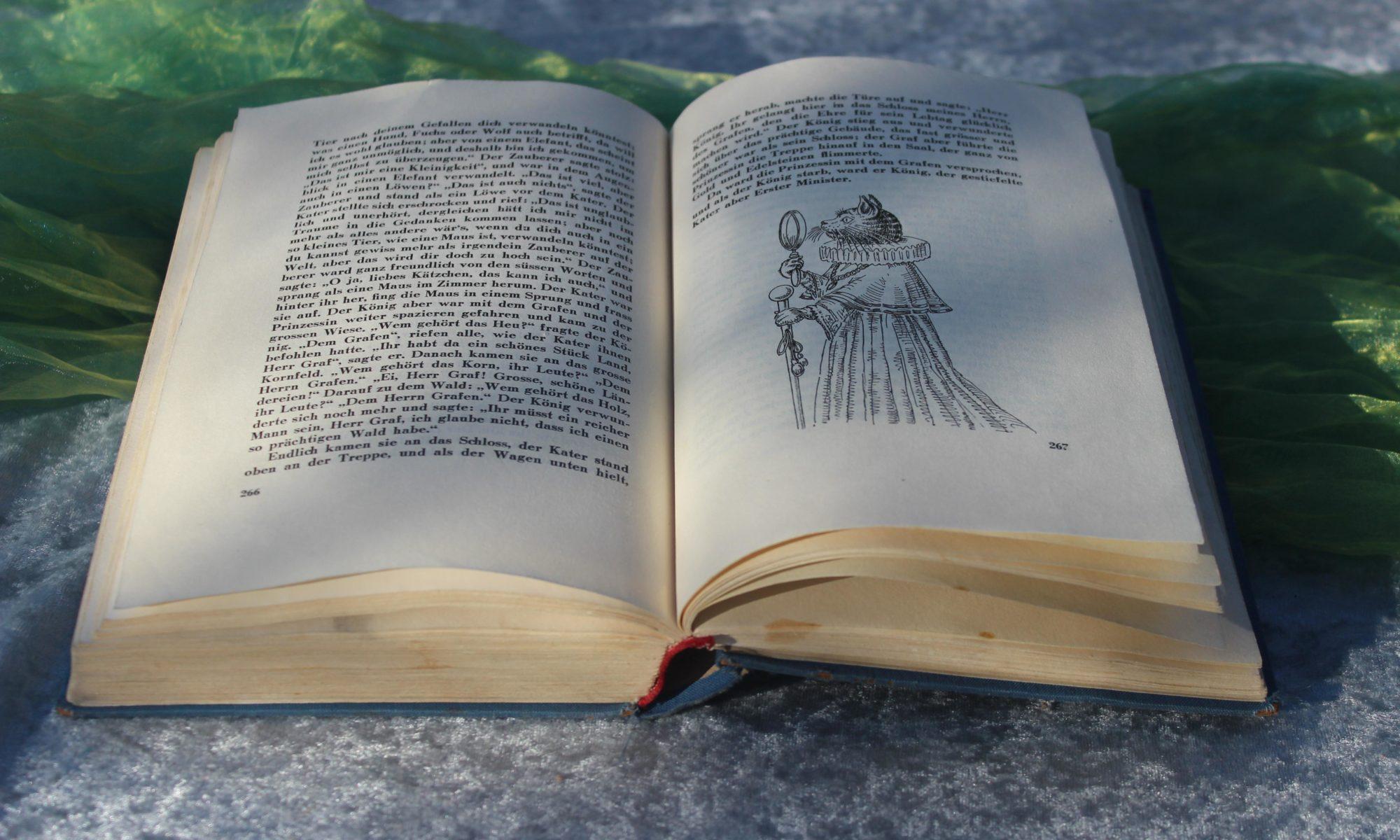 Aufgeschlagenes Märchenbuch