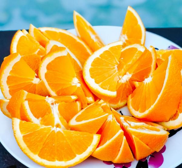 Saftige, appetitanregende Orangenspalten