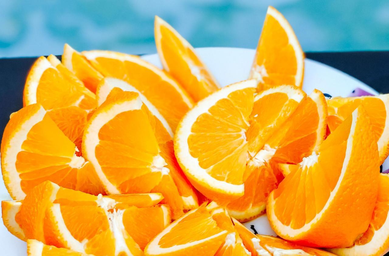 Orange, in Stücke geschnitten